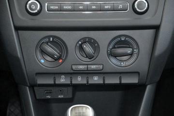 Brukervennlig, manuell aircondition.