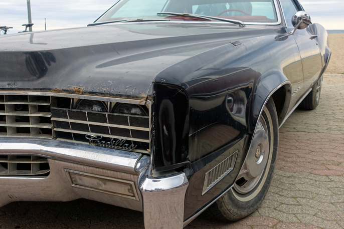 En lettere patinert Cadillac Eldorado, mens det mekaniske så ut til å være i god stand.