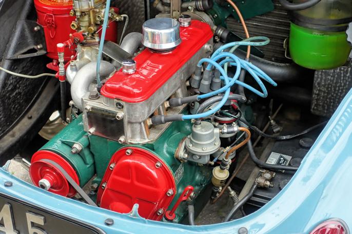 Motoren var som et smykke. Kanskje litt i overkant med rødt topplokkdeksel, registerdeksel og dynamohjul?