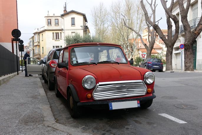 Mini, Syd-Europeisk versjon med konvensjonelt instrumentpanel.