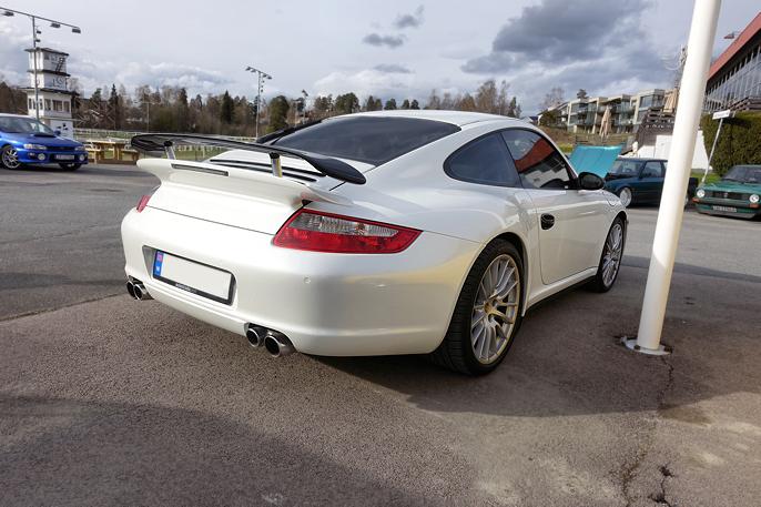 Tar med meg en klassisk 911 på  veien mot de italienske bilene.