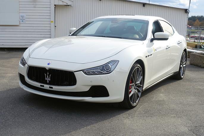 Denne Maserati Ghibli Quattroporte er klassikere fra den kjører ut av porten for første gang.