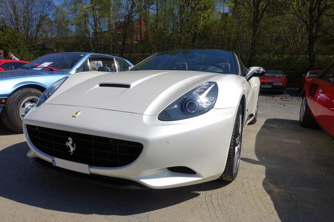 Vi beveger oss videre til en 2010 Ferrari California.