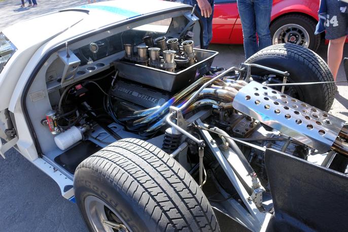 Rendyrket sportsvogn. 5 liters drivverk. Jeg er usikker på om denne 1976 modellen kan være en replika.