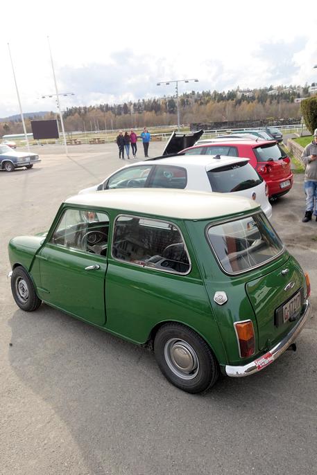 Litt av utvalget på utstillingen. Original Mini 1000 i forgrunnen.