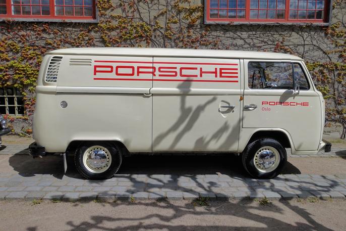 Finnes det noe flottere kjøretøy å frakte Porsche-deler i?