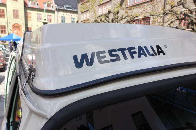 Westfalia laget de spesielle takløsningene som ga ekstra soveplass under taket.