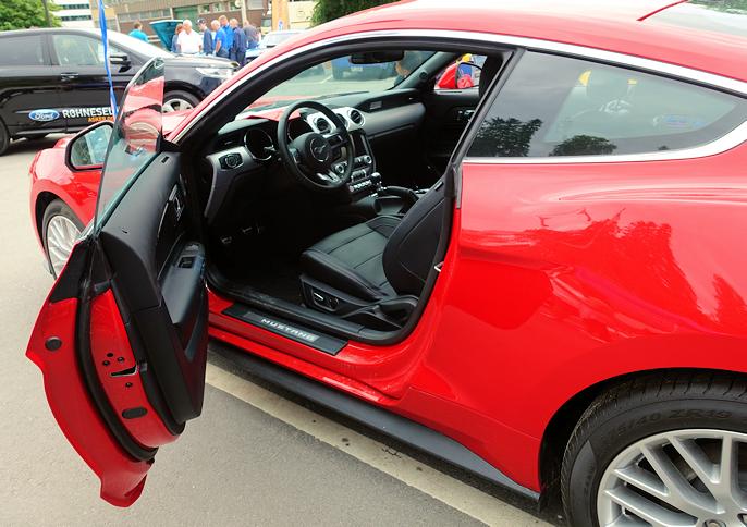 Kromlisten rundt vinduene bringer tankene i retning av italienskbygget Gran Turismo.