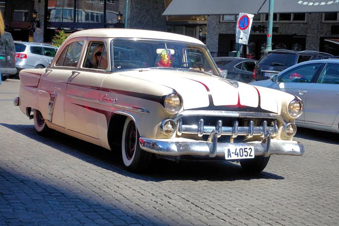 En 1952 Ford Customline som sikkert kan ha rullet i Oslogatene i tidligere tider også.