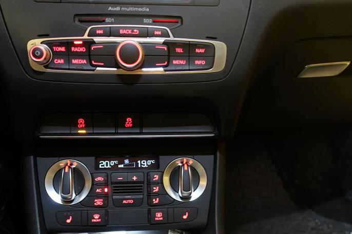 Kontrollhjulet er plassert på dashbordet i stedet for midtkonsollen for å kunne bruke flere VW-deler ...