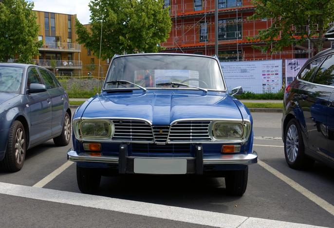 Den klare blåfargen kler klassiske Renault'er godt.
