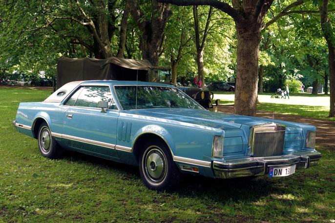 Det finnes relativt mange Lincoln Continental Mk5 på norske skilter. Bilen ble kjent for nordmenn gjennom detektivserien Canon som gikk på TV på 70-tallet.