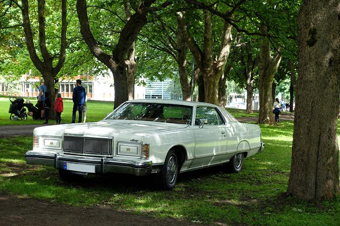 1978 Mercury Grand Marquis ser ut som den hører hjemme i parken.