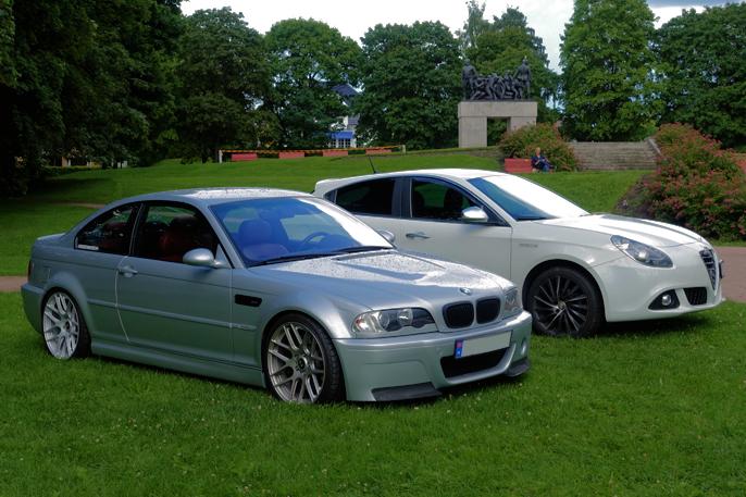 Også ikke-amerikanske kjøretøyer var parkert i parken. 3-serie E46 forgrunnen og Alfa Guilietta i bakgrunnen.