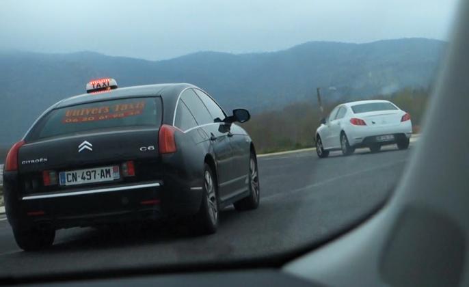 Franske biler i bevegelse.