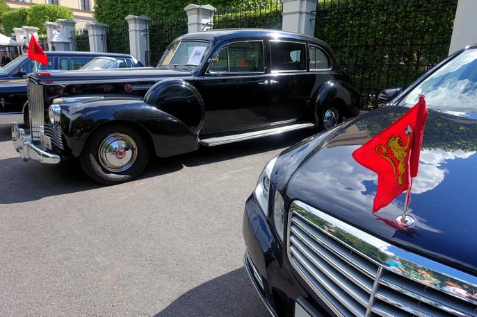 2012 Binz limousine og 1942 Packard er like lange.
