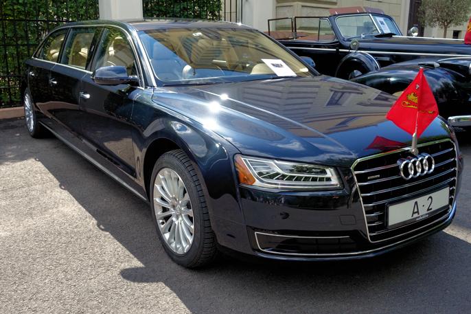 """Jeg synes A8'en var mer kongelig. Audi A8 """"Kingsize"""" er utviklet av Audi i Tyskland, MøllerBil og Det kongelige hoff. Det er en 3,0 V6 bensin med 310 HK registrert i desember 2015, første gang tatt i bruk under kongeparets 25 års kroningsjubileum."""