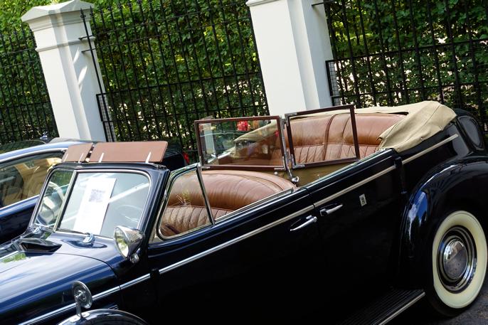 A - 1 er bilen som fraktet Kong Haakon og Dronning Maud tilbake etter krigen. 1939 Buick Roadmaster. Bilen ble også brukt av Kong Olav V, men er nå ikke i bruk. Jeg var imponert av vindfangeren til passasjrene. Pampig!
