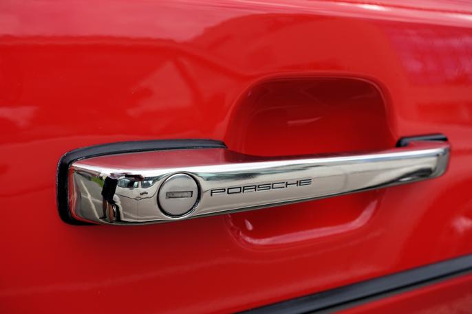 Fine detaljer, - dørhåndtak fra Porsche.