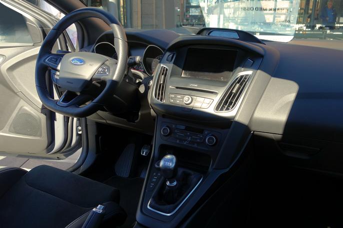 Faceliftet interiør har fått nytt ratt og oppgradering på infotainment-sektoren.