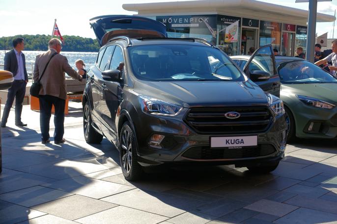 Ford Kuga har fått et tøffere frontparti og endringer på bakluka.