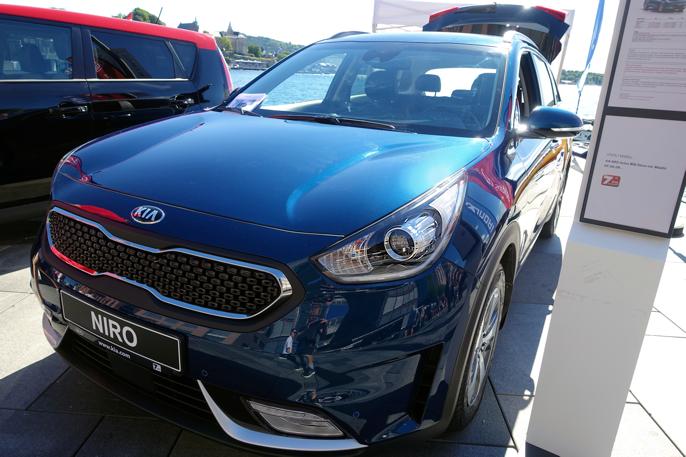 Kia Niro er bygget på samme lest som Hyundai Ioniq, men byr på et crossover-konsept i Golf-klassen.