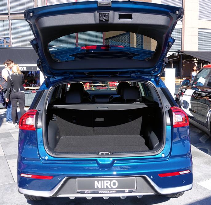 Høybygd kompaktbil med utvidet bagasjerom (427 liter).