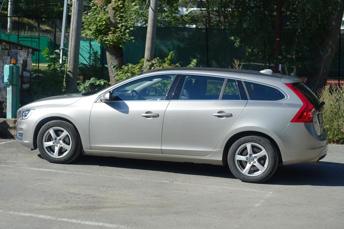 V60 har ofret bagasjeplass for sitt vakre utseende.