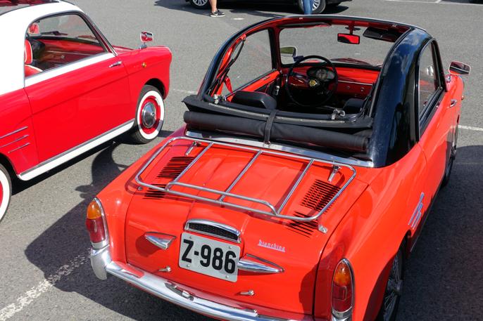 Disse to Autobianchi'ene er et blikkfang uansett hvor de ferdes. En to-millioners Ferrari kunne ikke vakt mer oppsikt.,,,