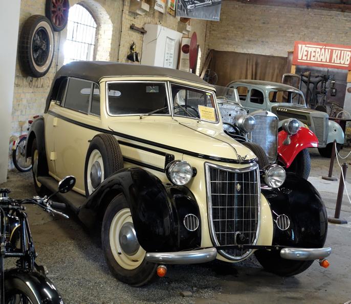 Denne fine Wanderer'n sto sammen med halvrestaurerte biler fra den lokale veteranbilklubben.