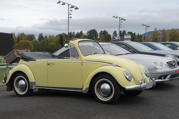 En Volkswagen 1200 ombygd til cabriolet. Legg merke til at den originale frontruten er beholdt.