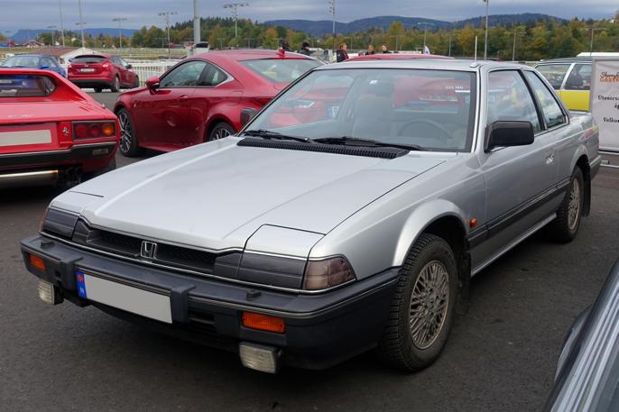 1986 Honda Prelude 1,8 har omtrent samme vekt og hestekrefter som Civic 6 DX. Det kan være vanskelig å finne en Prelude med lav km-stand.