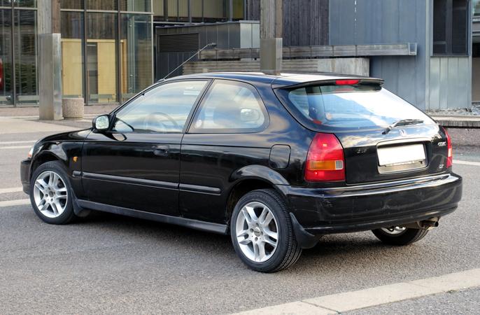 Lakken Granada Plack Pearl har beholdt glansen i 20 år, selv om den er full av parkeringsskrammer.
