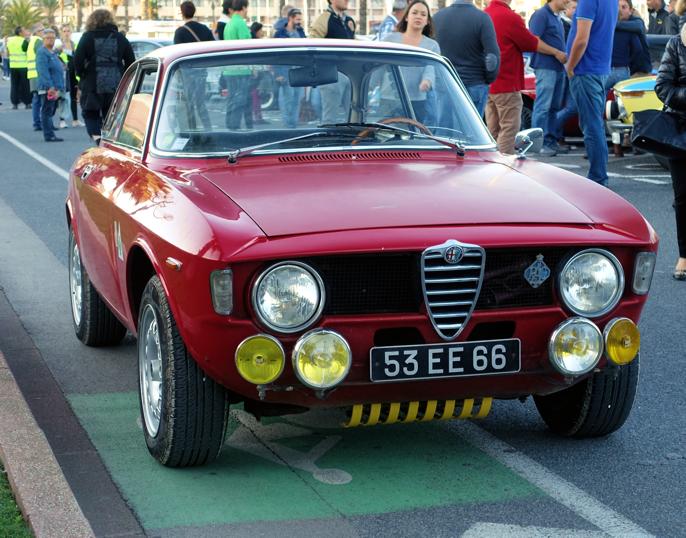 Alfa Romeo GT Junior er ikke bare vakker, men også et hendig kjøretøy for landeveiene langs foten av Pyreneene.