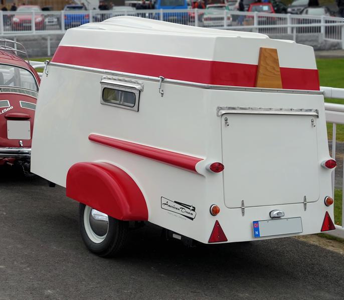 Det er ikke hver dag vi kommer over en American Dream Classic Camping Trailer. Denne vogna er faktisk flunkende ny, bygget for å se nostalgisk ut. Kjøreklar veier den bare 280 kg og tillatt totalvekt er 750 kg så du kan frakte med campingutstyr også. Du blir kanskje ikke kongen av campingplassen, men garantert en av de cooleste.