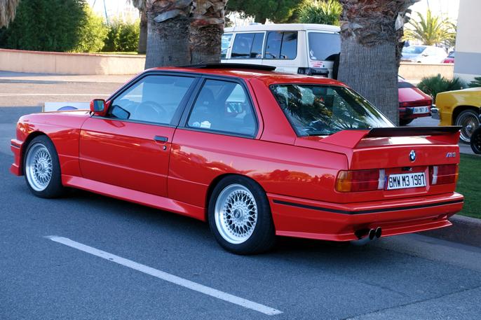 En BMW M3, som denne, passer foran et hvert kasino.