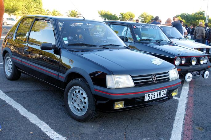 Frankrike mot Tyskland. Peugeot 205 GTI og VW Golf GTI,