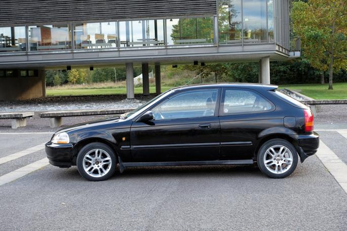 Utvendig skiller amerikanske Civic'er seg fra japanske ved annen utforming på speil, og annen sammensetning av baklys. Hvite parklys er ettermontert til europeisk standard.