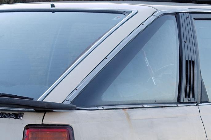 Carina II var først og fremst designet som 4-dørs sedan. Det kan synes som om liftback-konseptet ble tegnet inn i ettertid. Fra denne vinkelen ser det fint ut.