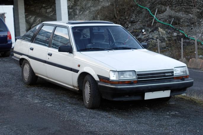 Familiebilen Carina II har akselavstand som dagens Yaris, og utvendig lengde som dagens Auris (kombikupé).