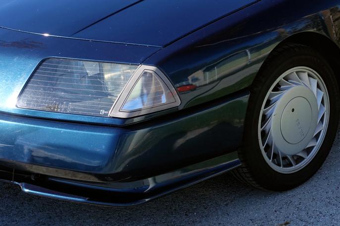 """Utvilsomt 80-talls med techno-striper i lykteglasset og turbofelger. Disse 15"""" alufelgene var standard."""
