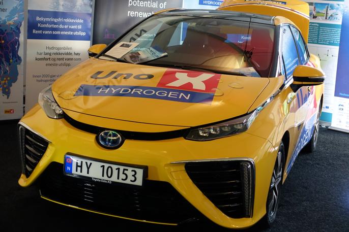 En kan vel si at Toyota Mirai er laget for spesielt interesserte. Store luftinntak understreker hvor viktig luft er for brenselcelle-teknologien.