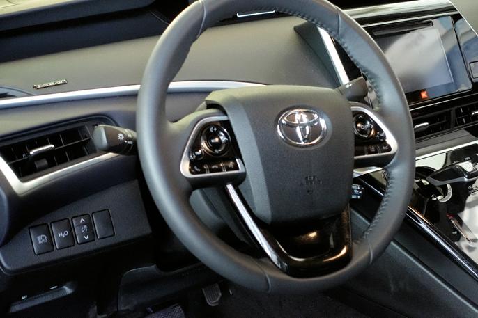 Det ser ut som om designerne hos Toyota har fått frie tøyler med hensyn til utforming av dashbordet.
