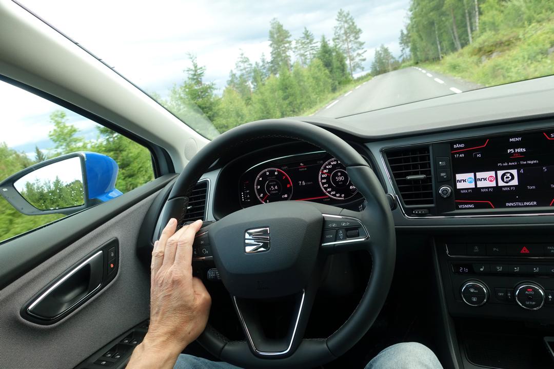 seat-leon-st-driving