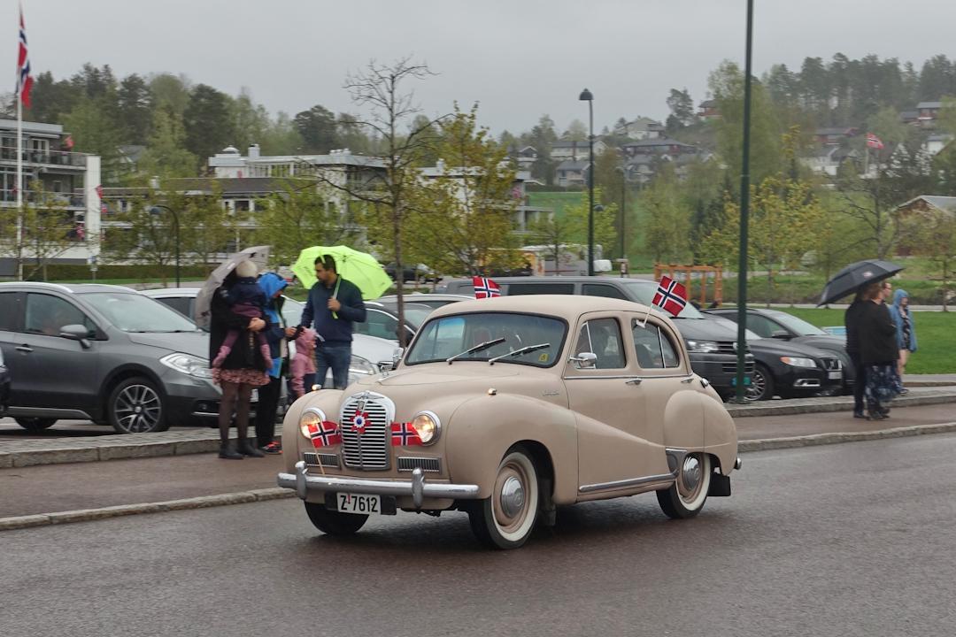 Sjeldent syn. Austin A40. Bilde tatt 17. mai 2021 i anledning Re motorklubbs arrangement.